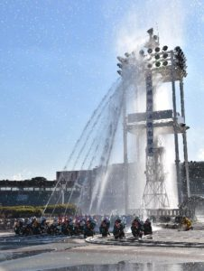 消防団員による一斉放水